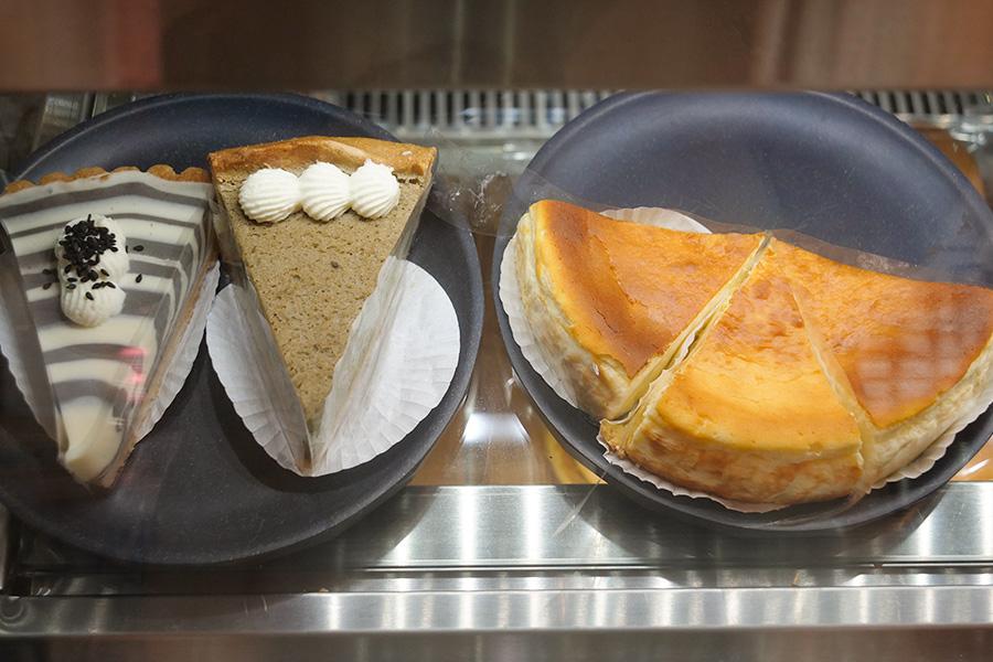 ninetails_cakes